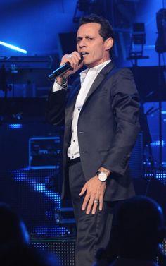 "Marc Anthony- Performing  ""Vivir Mi Vida"""