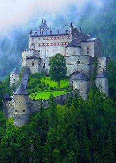 Castillo de Hohenwerfen en Werfen, Austria                                                                                                                                                                                 Más