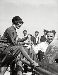a woman at the race track in culver city, california | 1927 | #vintage #1920s #fashion