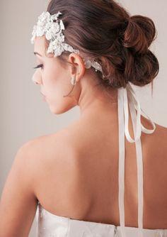 Wedding Hair tips and ideas: Vintage DIY Bridal Hair Tutorial Diy Wedding Updos, Diy Bridal Hair, Wedding Hair Tips, Bridal Hair Tutorial, Bridal Bun, Wedding Ideas, Diy Hairstyles, Wedding Hairstyles, Loose Updo