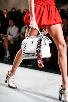 http://fr.fashionmag.com/galeries/photos/Fendi,23001.html