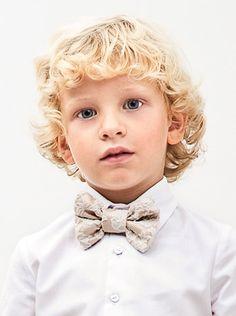 Elegantísimo nuestro niño de ceremonia con pajarita