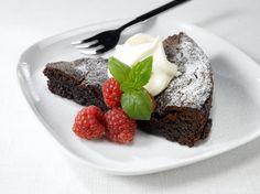 Maukas muscovado suklaakakku. Reseptin löydät täältä: http://www.dansukker.fi/fi/reseptej%C3%A4/kakut/muscovado_suklaakakku.aspx