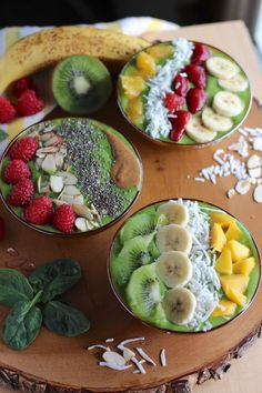 A paleo and dairy-free green smoothie is packed with fruits and spinach and topped with an array of healthy superfoods for a simple and versatile breakfast! Healthy Breakfast Smoothies, Paleo Breakfast, Healthy Snacks, Healthy Recipes, Breakfast Parfait, Healthy Options, Breakfast Ideas, Healthy Life, Healthy Eating