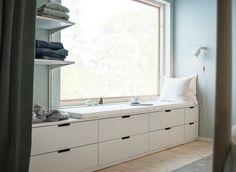 Gebruik je muren slim en creëer opbergmogelijkheden | IKEA IKEAnl IKEAnederland inspiratie wooninspiratie interieur wooninterieur NORDLI ladekast opberger opbergen opbergmeubel kledingkast garderobekast wit slaapkamer kamer slapen