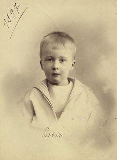 """imperial-Rusland: """"Prins Oleg Konstantinovich, de favoriete en meest getalenteerde onder negen kinderen van Grote Hertog Konstantin Konstantinovich van Rusland, in 1897"""""""