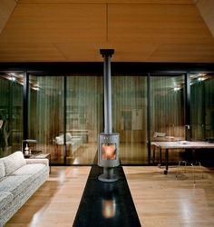 False Bay Writer's Cabin / Olson Kundig Architects,© Tim Bies/Olson Kundig Architects