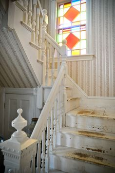 cute vintage staircase, needs paint and brighter floral wallpaper