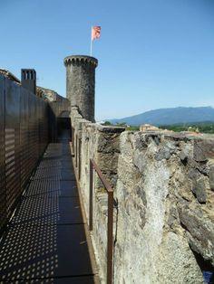 Muralles i torre a Hostalric, la Selva (Catalonia)