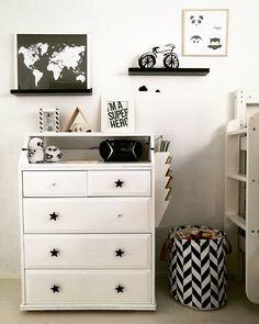 Yksityiskohdat huonekaluissa ja sisustusesineet luovat kodikkaan tunnelman lastenhuoneen sisustukseen.