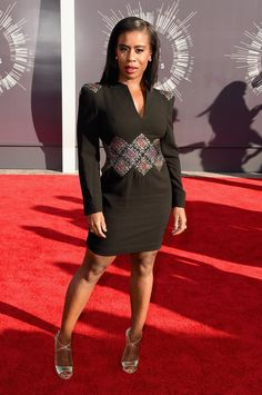 Uzo Aduba at the 2014 MTV VMAs The Orange Is the New Black actress went for a sophisticated look with a long-sleeved black dress.