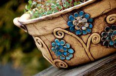 velký+lavorovitý+květináč-modré+hortenzie-na+obj!!+velký+květináč+jak+do+interiéru,+tak+na+ven,+je+oválný+můžete+osázet+přímo,+když+na+dno+dáte+keramzit+a+nebo+vám+poslouží+jako+obal+na+květináč+výška15+cm+délka+33+cm/měřeno+u+horního+okraje/+šířka +27+cm+/měřeno+u+horního+okraje/+kytičky+jsou+laděny+do modrých+a+bílých+ barev,+u+dalších+kusů+na+...