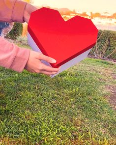 Our brand new LoveNote™ has launched! Designed in CA, Made in USA. Informations About Heart LoveNote Cute Birthday Gift, Bff Birthday, Birthday Ideas For Girlfriend, Cute Gifts For Girlfriend, Surprise For Girlfriend, Surprise Box, Birthday Quotes, Diy Crafts Hacks, Diy Crafts For Gifts