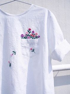 Embroidered clothing by Juno Embroidery. diy kleidung Clever Embroidery Imagines Squirrels Running Amok on Ordinary Clothing Embroidery On Clothes, Simple Embroidery, Embroidered Clothes, Embroidery Fashion, Hand Embroidery Patterns, Embroidery Digitizing, Embroidered Flowers, Embroidery Books, T Shirt Embroidery