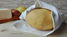 La Pasta frolla salata è un impasto semplice e veloce da preparare. Con questo impasto si possono preparare molti piatti deliziosi e profumati...