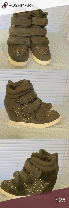 Aldo wedge studded sneakers size 8.5 These shoes are in fair used condition. They only have one flaw that I didn't notice until listing, there is a dark stain or flaw in material (not sure which) which isn't noticeable until you look at the heel. Priced accordingly. Size 8.5 Aldo Shoes Wedges