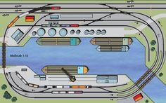 Hochbetrieb im Hafen (H0): Häfen reizen neben ihrer besonderen Ausstrahlung den Modellbahner besonders durch die vielen Ladeaktivitäten am Kai. Hier werden Güter im großen Stil umgeschlagen. Das bedeutet ein dauerndes Kommen und Gehen von vollen und leeren Güterwagen – für den Modellbahnbetrieb also die richtigen Rahmenbedingungen, wenn man sich mit dem Rangieren und Verschieben von Güterwagen beschäftigt. Wer einen Hafen ins Modell umsetzt, muss kompromissbereit sein, denn Häfen sind nicht…