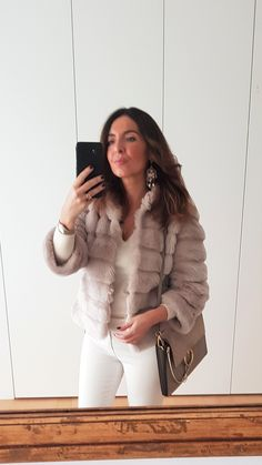 2019 spring summer fashion: Combination of white and beige for a transition outfit from winter to spring. White and beige spring outfit. Fashion over Over 40 fashion. # # Over 50 Continue Reading → Spring Summer Fashion, Autumn Winter Fashion, Spring Outfits, Winter Outfits, Beige Outfit, New Fashion Trends, Fashion News, Womens Fashion, Look Zara