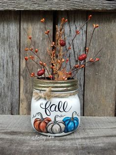 Thankful Mason jar, Painted mason jar, Pumpkins, Fall decor – Gifts ideas for family Mason Jar Pumpkin, Pot Mason, Fall Mason Jars, Mason Jar Diy, Chalk Paint Mason Jars, Painted Mason Jars, Wine Bottle Crafts, Mason Jar Crafts, Mason Jar Christmas Crafts