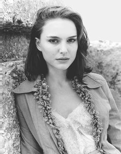The resource for all Natalie Portman photos. Every photoshoot, public appearance and film is right here. Jean Reno, Liam Neeson, Ewan Mcgregor, People Photography, Portrait Photography, Fashion Photography, Natalie Portman Style, Sarah Lancaster, Nathalie Portman