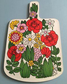retro chopping board plus p&p ❤️ SOLD❤️ Retro Art, Retro Vintage, Flower Patterns, Print Patterns, Zentangle, Quirky Kitchen, 70s Kitchen, Kitchen Ware, Vintage Kitchenware
