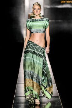 Agua de Coco by Liana Thomaz 2014 Collection featuring supermodels : Caroline Trentini pregnant and stunning on the runway Fashion Week, Runway Fashion, High Fashion, Womens Fashion, Fashion Trends, Coco Fashion, All About Fashion, Passion For Fashion, Style Vert