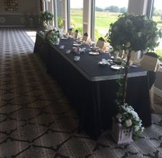 #anthonyslakeside #royalswanroom #headtable #blackandpink #wedding #reception