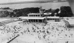 Mamaia - Cazino - plaja - anii 30 Black Sea, Old Town, Old Photos, Cities, Coast, Memories, Pictures, Outdoor, Vintage