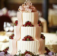 ウェスティンホテル東京のウエディングアイテム「王道のタワー型ウエディングケーキ」|マイナビウエディング プレミアムクラブ[結婚式場 &ブライダル]