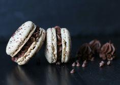 Macarons coques noisettes, ganache montée chocolat • by Lady Gâteaux