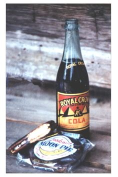 Moon pies and RC Cola! ~ every time we travel Dennis always stops at a little country store for a moon pie & an RC cola. Southern Comfort, Southern Style, Southern Charm, Southern Heritage, Southern Hospitality, Southern Food, Southern Living, Country Living, Moon Pies