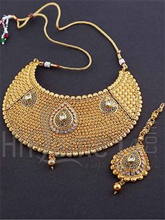 Necklace Jewelry Set with Filigree Design and White Stones