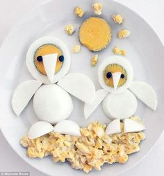 These edible food sculptures started to take form when Bill Wurtzel decided to make hilariou. Lunch Box Recipes, Baby Food Recipes, Cute Egg, Food Art For Kids, Healthy Balanced Diet, Cooking Measurements, Food Sculpture, Breakfast Plate, Food Garnishes