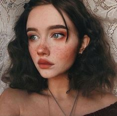 Cute makeup look. Rosy blush cheeks with faux freckles. Short and curly brown hair. Aesthetic look. Portrait Inspiration, Makeup Inspiration, Character Inspiration, Portrait Ideas, Fashion Inspiration, Girl Inspiration, Aesthetic Makeup, Aesthetic Girl, Blue Eyes Aesthetic