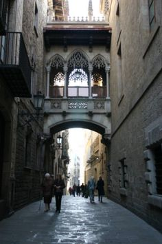 Google Image Result for http://images.travelpod.com/users/canaussie/roundtheglobe.1200925800.barcelona-back-streets.jpg