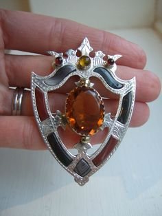 LARGE VICTORIAN SCOTTISH AGATE & Silver LUCKENBOOTH SHIELD BROOCH