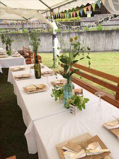 アウトドアウエディング会場のコーデ。ペーパーランタンも手作りで。テーブル装花は雑草系のお花を買ってきてお気に入りのアンティークボトルに入れて。#ウエディングデザイン#ウエディングコーディネート#ナチュラルウエディング#アウトドアウエディング#ウエディング小物#ウエディング雑貨#オーダーメイド#手作り#diyウエディング#ウエディングdiy#ウエディングパーティ