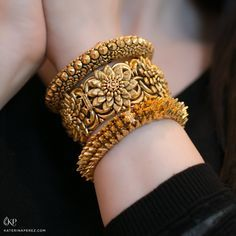 The Bangles. Trendy, chic, ethnic and daily wear you will find a pair of bangles for all occasions. Treat yourself to something special from our huge collection. Gold Bangles Design, Gold Jewellery Design, Gold Jewelry, Quartz Jewelry, Handmade Jewellery, Fashion Jewellery, High Jewelry, Handmade Bracelets, Jewelry Shop