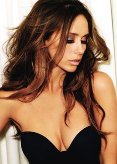 Looking for hot photos of Jennifer Love Hewitt? Come check out our collection of Jennifer Love Hewitt's hottest photos online! Ombré Hair, New Hair, Messy Hair, Messy Curls, Hair Weft, Loose Curls, Balayage Straight, Corte Y Color, Brunette Hair