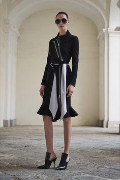 Sfilata Givenchy Napoli - Pre-collezioni Primavera Estate 2017 - Vogue