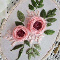 "809 curtidas, 9 comentários - Jasmine | Hand Embroidery (@jayemstitches) no Instagram: ""✨Close up✨"" French Knot Embroidery, Embroidery Flowers Pattern, Hand Embroidery Stitches, Embroidery Kits, Flower Patterns, Close Up, French Knots, Fabric Flowers, Sewing"