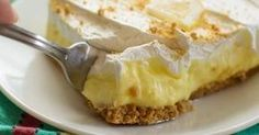 Lemon cheesecake pudding dessert is a no-bake dream! Graham crackers, lemon pudding, cream cheese and whipped topping combine in this layered lemon dessert! Cheesecake Pudding, Pudding Desserts, Lemon Cheesecake, Lemon Desserts, Lemon Recipes, Cake Recipes, Dessert Recipes, Diet Recipes, Biscuits Graham