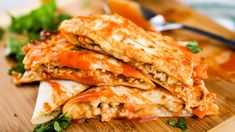 Healthy Recipes Healthy Buffalo Chicken Quesadillas packed with lean ground chicken, carrots, celery, cheese, and buffalo sauce is a deliciously simple recipe for only 316 calories. Just 4 Weight Watchers Freestyle Points Ww Recipes, Mexican Food Recipes, Cooking Recipes, Simple Recipes, Healthy Easy Recipies, Healthy Recipes For Two, Healthy Supper Ideas, Simple Healthy Meals, Microwave Recipes