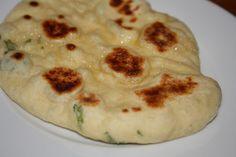 Pannestekt naan med hvitløk og koriander