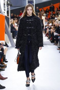 Louis Vuitton Ready To Wear Fall Winter 2015 Paris - NOWFASHION