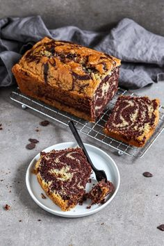 The fluffy and delicious cake is made of a chocolate and vanilla dough. Vegan Sweets, Vegan Desserts, Easy Desserts, Vegan Food, Marble Cake Recipes, Easy Cake Recipes, Gateaux Vegan, Cream Cheese Recipes, Food Cakes