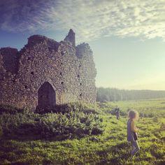 Late evening sunshine illuminates the ruins of Ballyboggan Priory, Co Meath. This Augustinian foundation dates from the 12th century AD #irisharchaeology #sunset #medieval #ruins #meath #discoverireland #wanderlust #icu_ireland #ireland