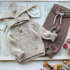 Оформление горловины или глубокой проймы для безрукавки 👍видео в следующем посте Baby Boy Knitting Patterns, Knitting For Kids, Knitted Baby Clothes, Baby Kids Clothes, Baby Outfits, Unisex Fashion, Kids Fashion, Baby Diy Projects, Baby Pullover