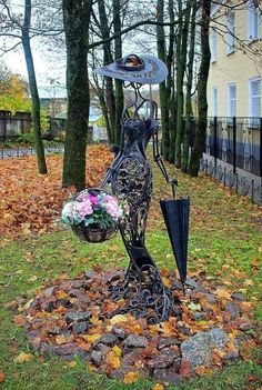 Black Garden, Bellisima, Garden Art, Sewing Crafts, Diy Projects, Outdoor Structures, Wood, Outdoor Decor, Yards