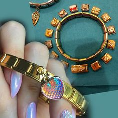 Vous êtes à la recherche d'un bracelet ? Ce modèle pourtant classique se démarque grâce à son design unique. L'énergie de ce bracelet vous sera bénéfique dans votre vie de tous les jours. Il est parfait pour vous. . . . . . . . #Tendance #Jonc #Diamand #Fantaisie #Manchette #Perle #Mode #Or #Argent #Tuto #Ethnique #Cuir #Discret #pierre #Luxe #Coeur #boheme #Infini #Ancre #Mode #makeup #beauté #coifure Nomination Charms, Bangles, Bracelets, Hologram, Happy Shopping, Stylish, Parfait, Earrings, Collection